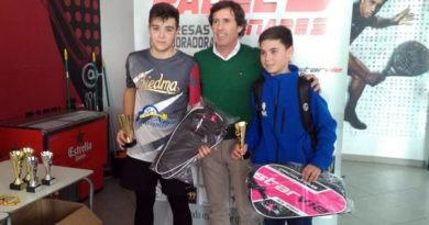 Manu Muñoz vence en la cita provincial de la FAP en Padel 5 Linares
