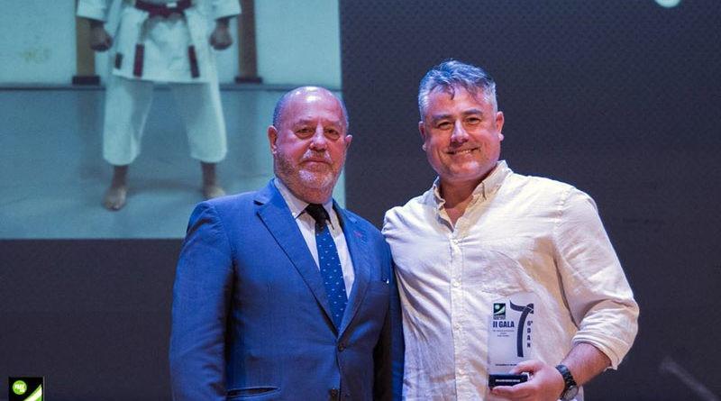Mateo Redondo recibe el reconocimiento de la Federación Andaluza de Kárate