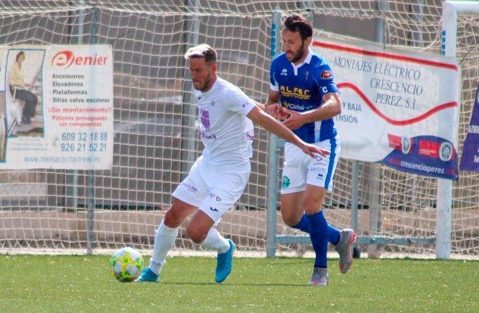 Carlos Fernández anota el gol del Real Jaén en el primer amistoso de pretemporada